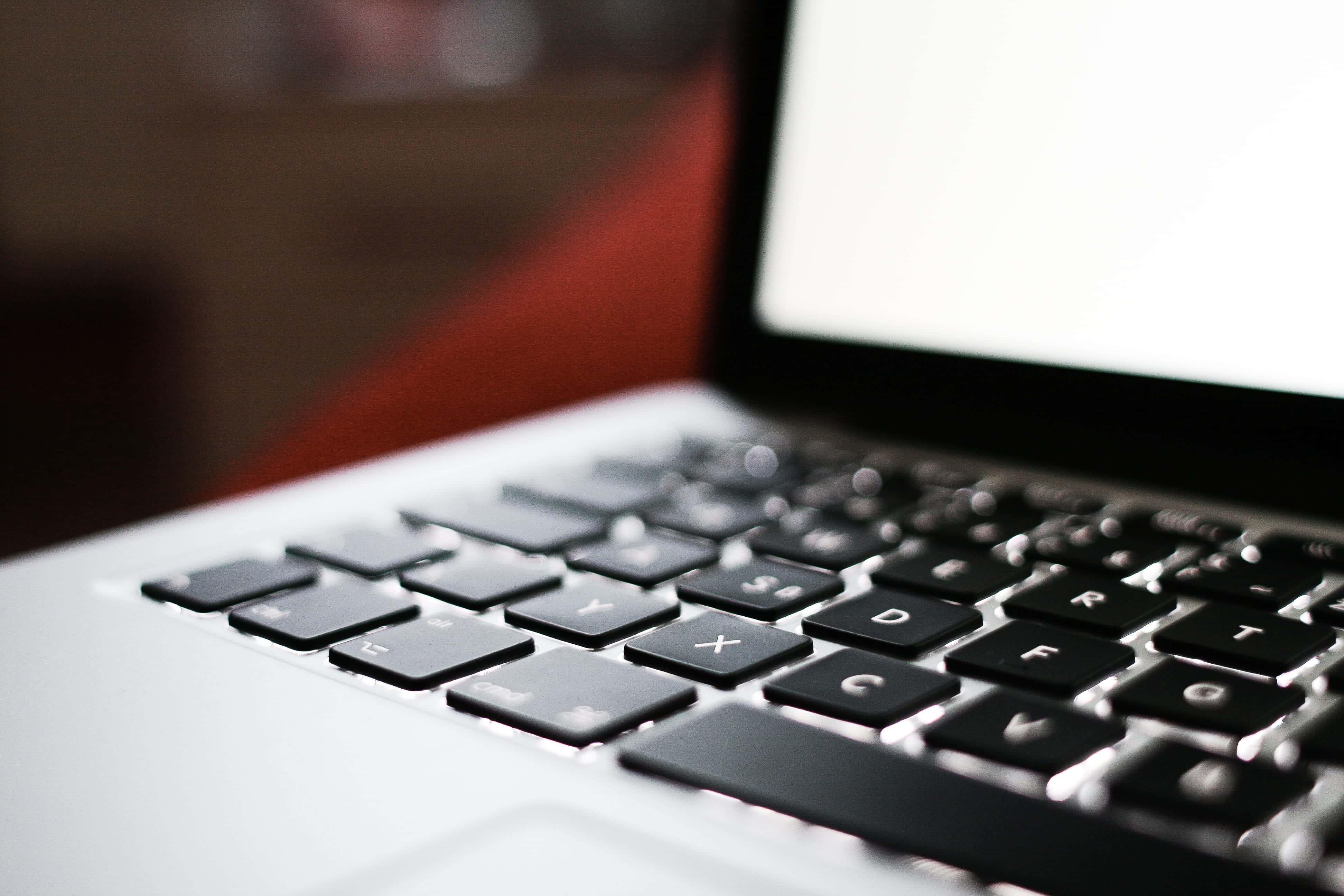 macbook praca na baterii, jak obsługiwać Maca
